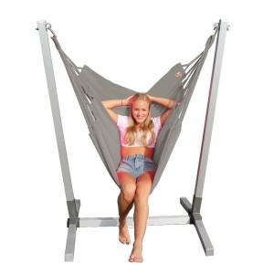 Alu standaard met  grijze NewLine hangstoel