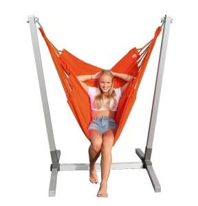 Alu standaard met  oranje NewLine hangstoel