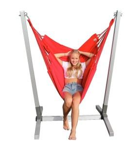 Alu standaard met  rode NewLine hangstoel
