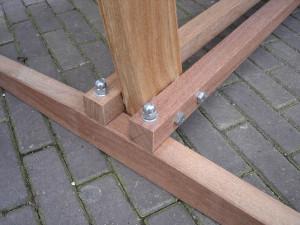 detail hangstoel standaard puk